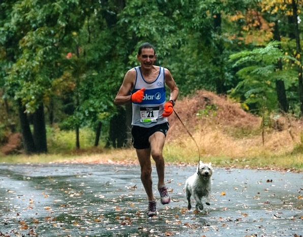Eric Morse running in a race with his dog Murdoch.